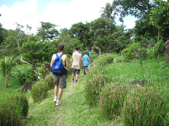 Pitons : This part of the trail is easy!