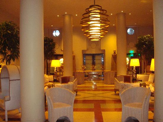 Art Deco Tours: Lovely hotel lobby decor.