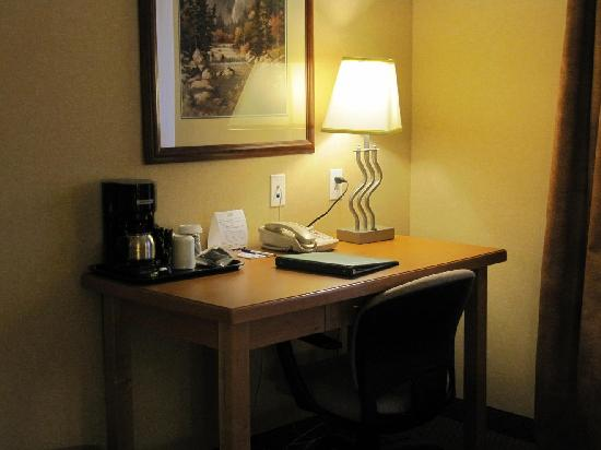 Holiday Inn Express Hotel & Suites Vernon: Room 223