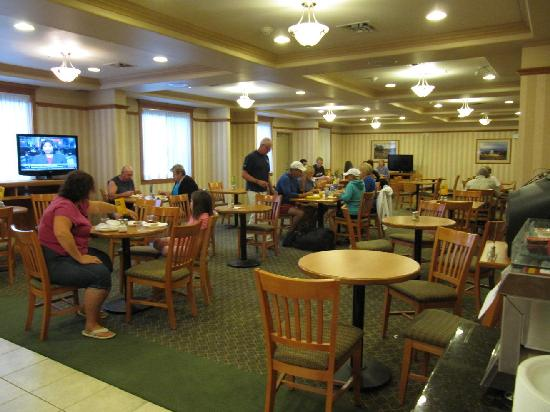 Holiday Inn Express Hotel & Suites Vernon: Breakfast room