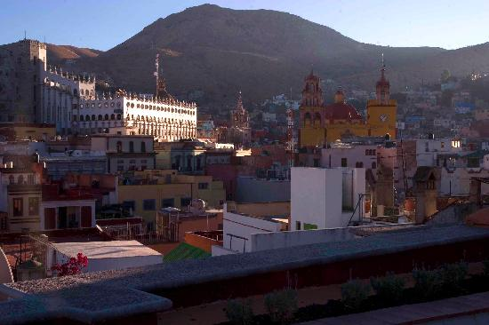The House in Guanajuato: roof garden 2nd floor