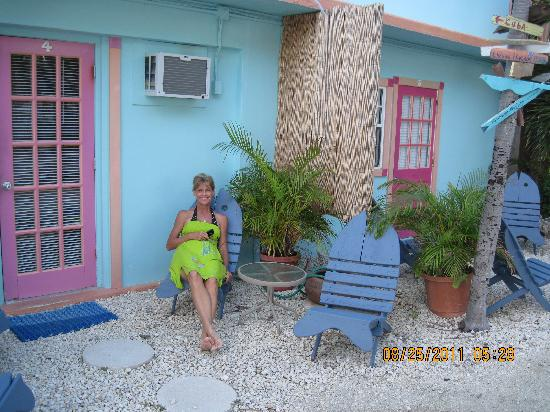 White Sands Inn : Relaxing in front of our room