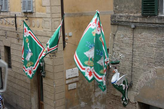 Antica Residenza Cicogna: View from our room of the Oca flags