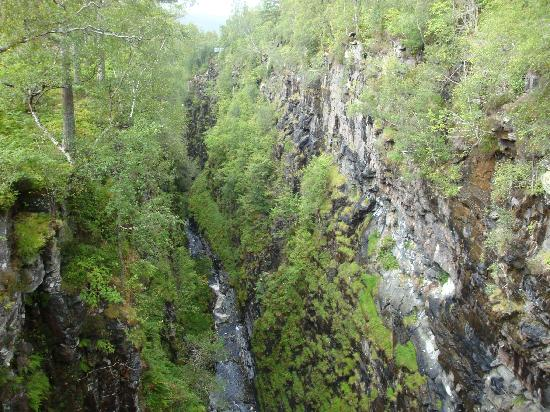 Corrieshalloch Gorge: gorge from other side of bridge