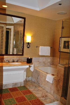 Four Seasons Resort Maui at Wailea: The Queen's Bathroom!