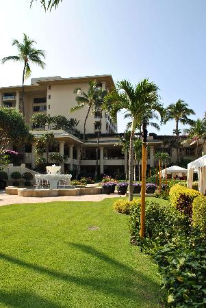 Four Seasons Resort Maui at Wailea: Emmaculate Grounds