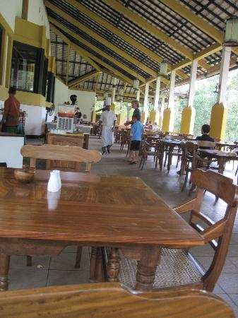 Amaya Lake: dining area