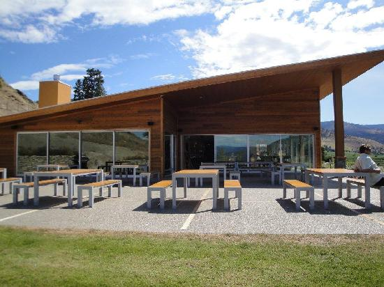 Poplar Grove Winery: new winery - right on the bench