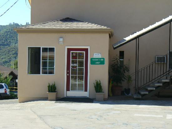 Yosemite Inn: Front office