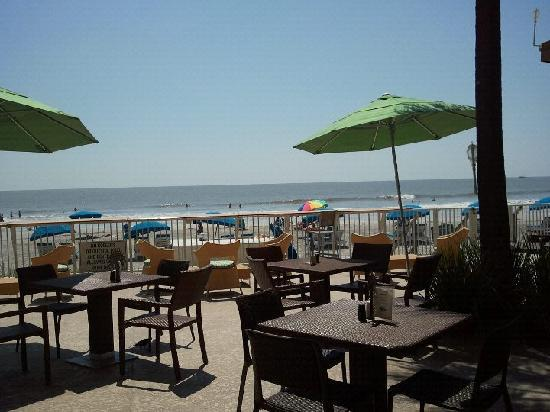 Tides Folly Beach: view from restaurant outside dining