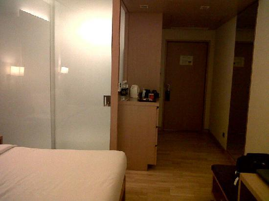 Novotel Hyderabad Airport: Room