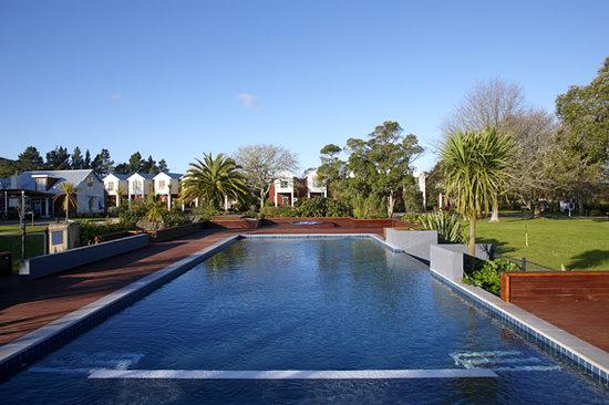 Ramada Resort Rotorua Marama: Pool Side