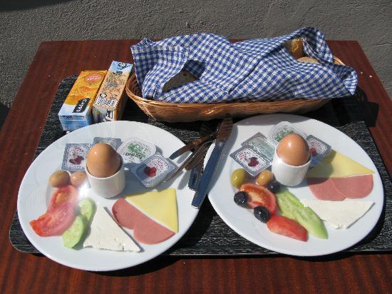 Meroddi Pera Hotel: langweilige Frühstücksteller