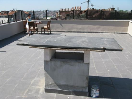 Meroddi Pera Hotel: unfertige Terrasse