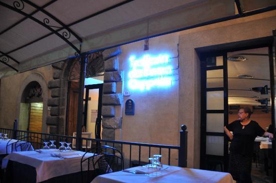 Citta della Pieve, Włochy: la maman a l'oeil sur tout