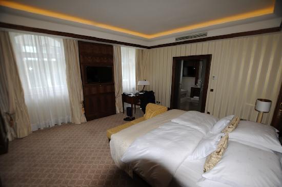 Excelsior Hotel Ernst: camera
