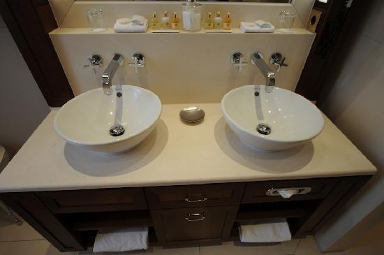 Excelsior Hotel Ernst: lavabi