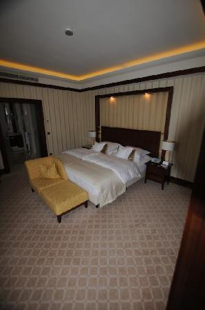 Excelsior Hotel Ernst: letto