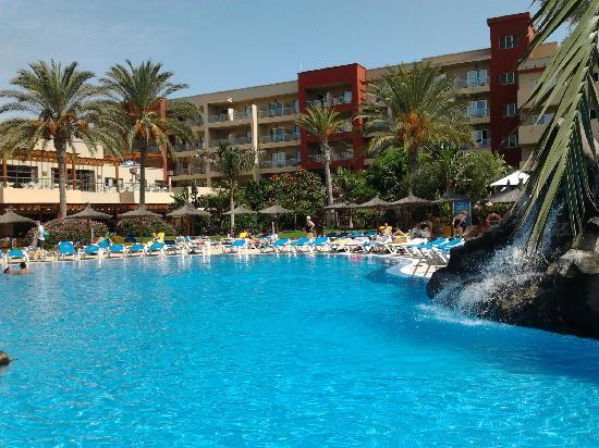 Hotel Elba Carlota: une des piscines