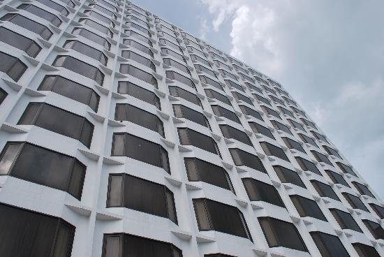 Hotel Jen Penang by Shangri-La : The facade grand and impressive!