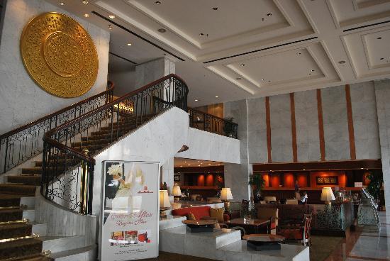 Hotel Jen Penang by Shangri-La: Small lobby!!!