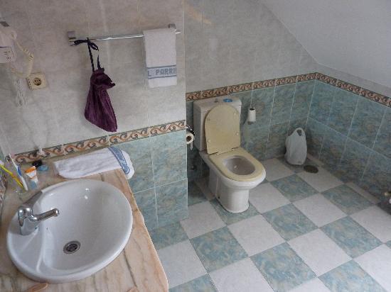 Imagenes De Baño En Cama:cuarto de baño 305 grande, limpio y con bañera – Picture of Parrilla