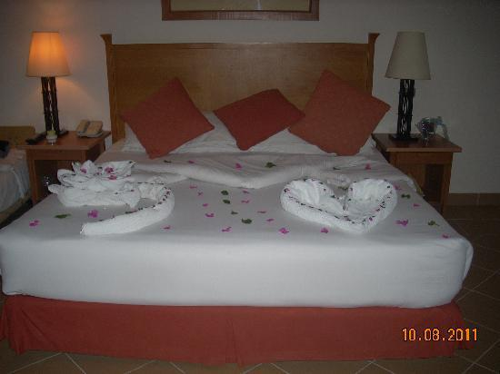Strand Beach and Golf Resort Taba Heights : lovely touches of towel art