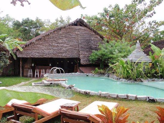 Hotel Kintana Resort & Spa : piscina / bar HKES