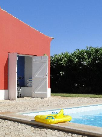 Quinta da Cebola Vermelha: poolside