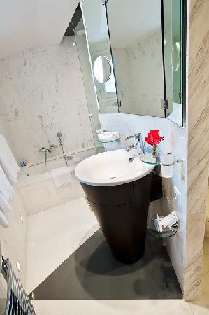 Hotel Cambon: bathroom