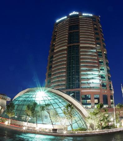 Hilton Beirut Habtoor Grand: Exterior
