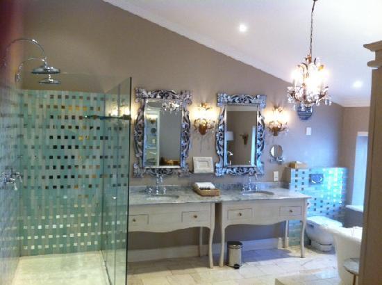 โรงแรมเคปเฮอริเทจ: Junior Suite Bathroom
