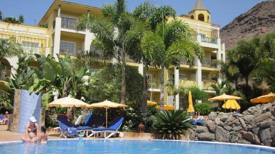 Hotel Cordial Mogan Playa: Childrens Pool and rear room block