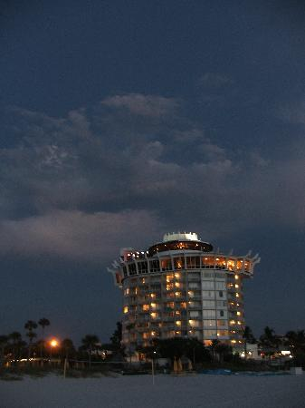 Grand Plaza Beachfront Resort Hotel & Conference Center: view of the hotel at night