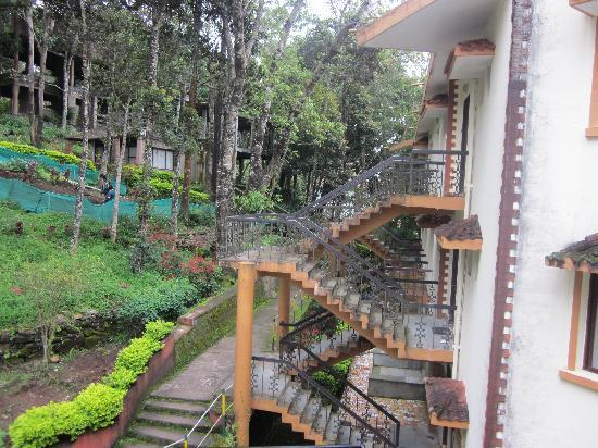 ‪‪Munnar - Terrace Greens, A Sterling Holidays Resort‬: In and Around Room‬