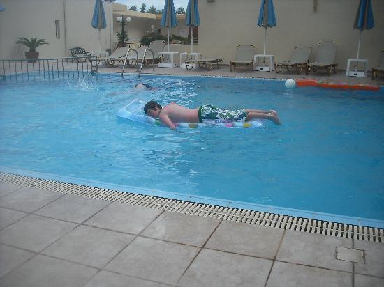 Hotel Elpis Bali: pool area