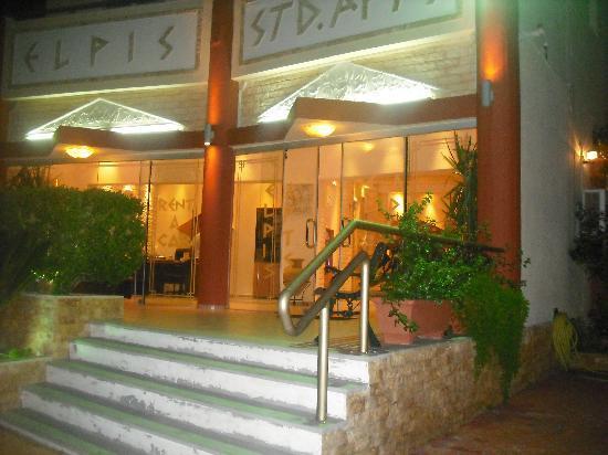 Hotel Elpis Bali: hotel entrance