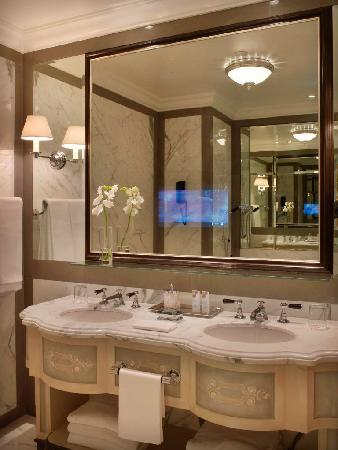 The St. Regis Florence: Marble bathroom