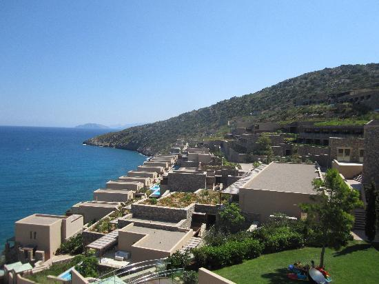 Daios Cove Luxury Resort & Villas: Right side of the resort