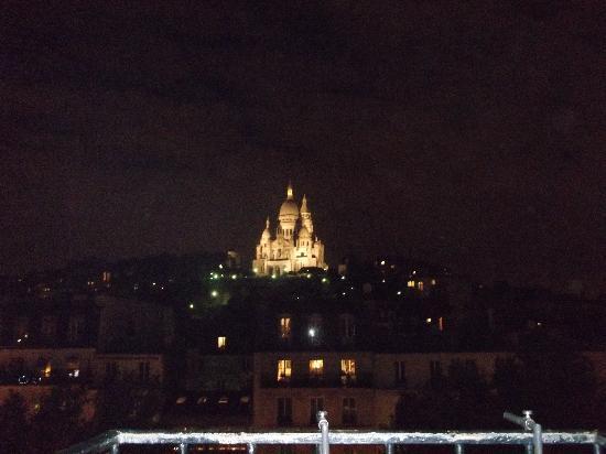 Le Regent Montmartre: Our View at Night