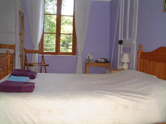 Eymoutiers, ฝรั่งเศส: Bedroom