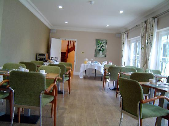 Hadlow Manor Hotel: Dining room