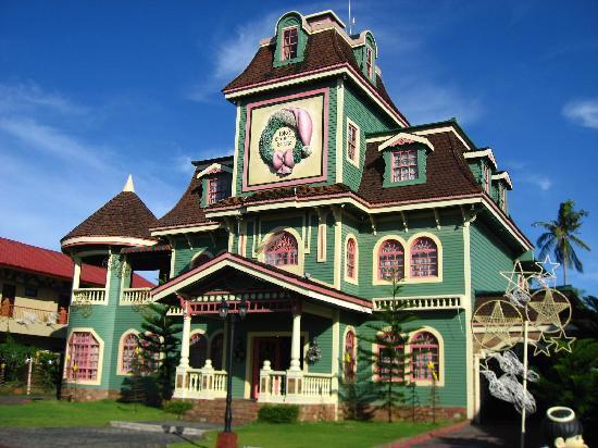 Sampaguita Gardens: Jojo's Christmas Cottage