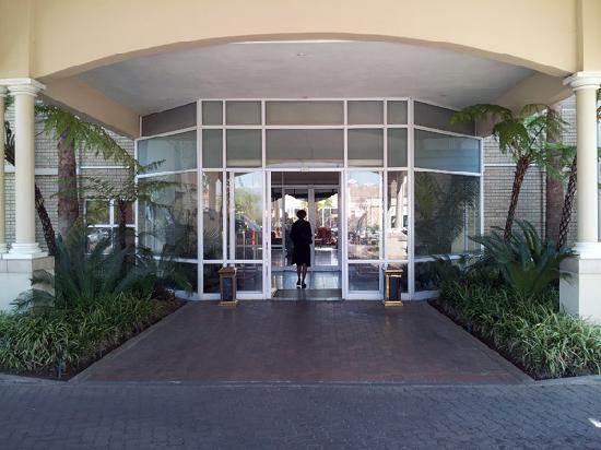 The Airport Grand: Entrance
