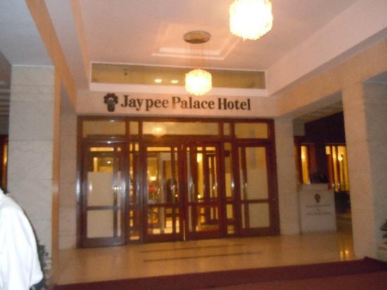 เจย์พีพาเลซ โฮเต็ล & คอนเวนท์ชั่นเซ็นเตอร์ อักกรา: entrance of jaypee palace agra