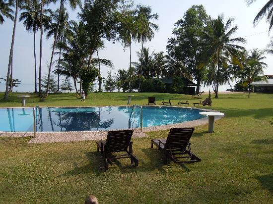 Langkah Syabas Beach Resort: Hotel swinning pool