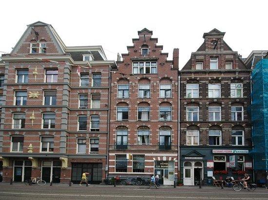 Hotel La Boheme: Street view Hotel La Bohème