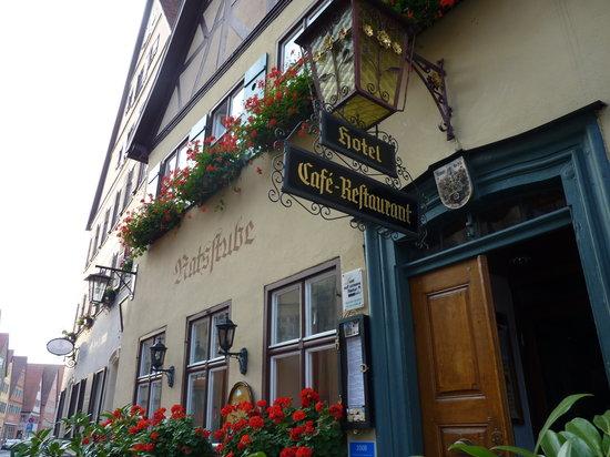 Hotel Goldene Rose: ホテル正面玄関