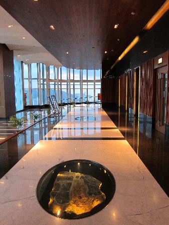 โลแตล นีนา เอ คองวองซิอง ซองทร์: Lift interchange floor