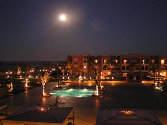 Jaz Oriental Resort: la piscina di notte
